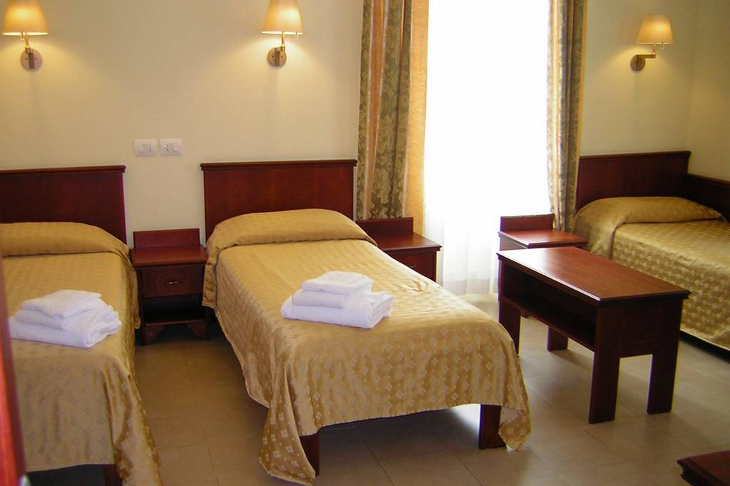Camera tipo triplo letto velehrad - Camera con tre letti ...